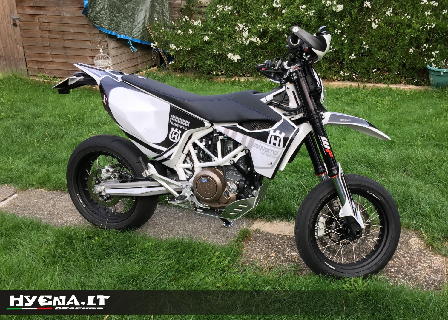 grafiche personalizzate per husqvarna 701 supermoto. Black Bedroom Furniture Sets. Home Design Ideas